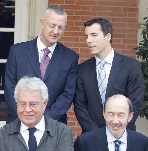 Carlos Mulas (arriba, derecha), con Jesús Caldera, Felipe González y...
