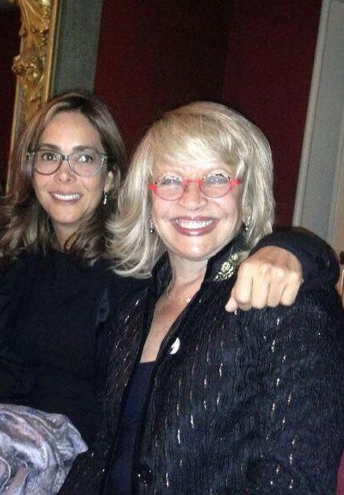 Gina Parody (izda.), ministra de Educación, y Cecilia Álvarez,...