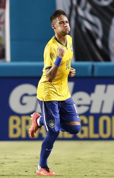 Neymar celebra su gol ante Colombia.