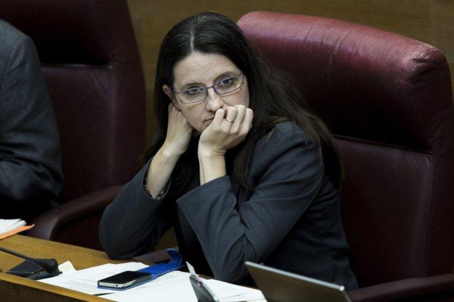 Mónica Oltra en su escaño de las Cortes Valencianas.