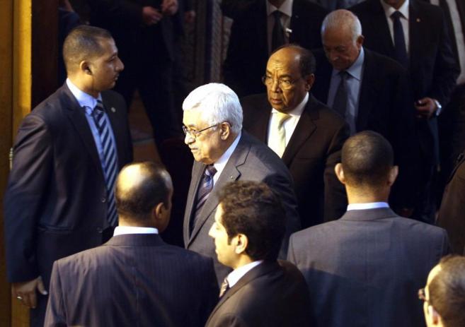 El presidente palestino, Abu Mazen, llega a la reunión de ministros...