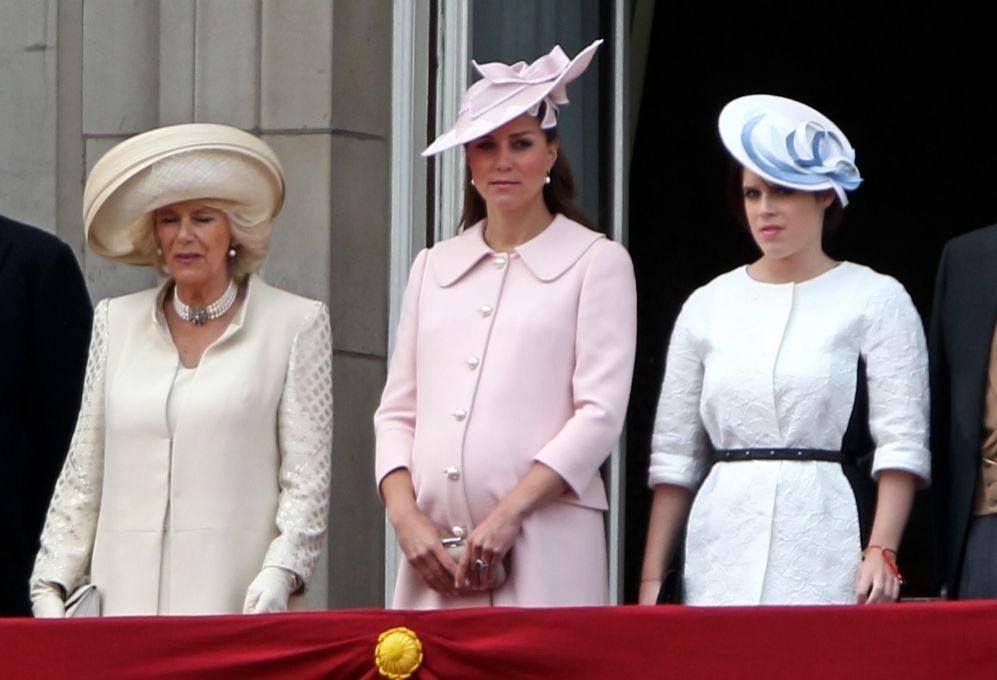 Dos días después, Kate participó con el resto de la familia real en...