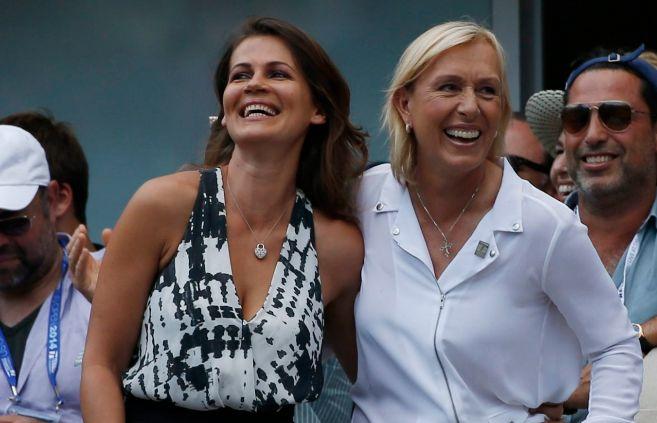 Julia Lemigova y Martina Navratilova, el sábado en su peculiar pedida...
