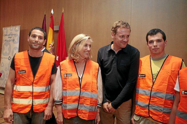 Pablo Berástegui junto a los voluntarios La Noche en Blanco.
