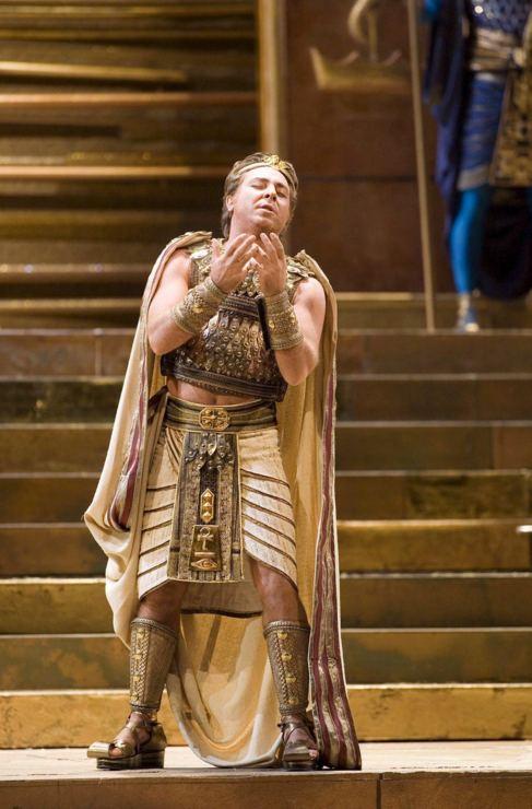 El tenor Roberto Alagna en un ensayo general de la opera...