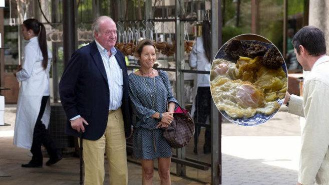 El Rey Juan Carlos el pasado domingo, saliendo de la tienda del Hotel...