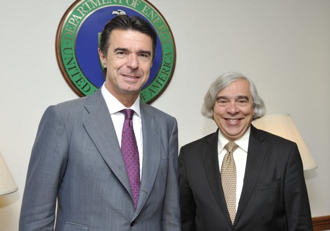 El ministro de Industria, Juan Manuel Soria, y el secretario de...