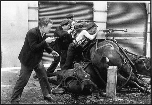 Ofensiva en la calle Diputación de Barcelona, 19 de julio de 1936.