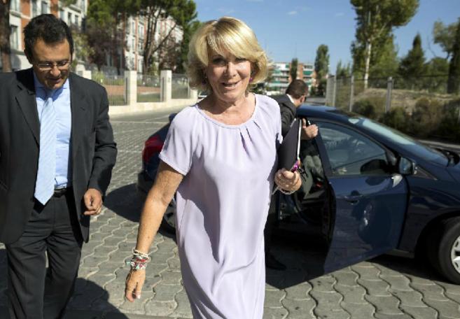 Esperanza Aguirre al terminar su participación en el chat de...