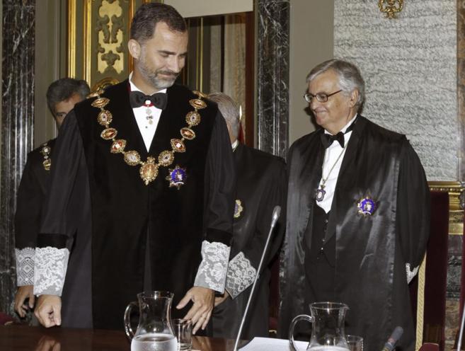 El Rey Felipe VI y Eduardo Torres-Dulce, mometnos antes de la apertura...