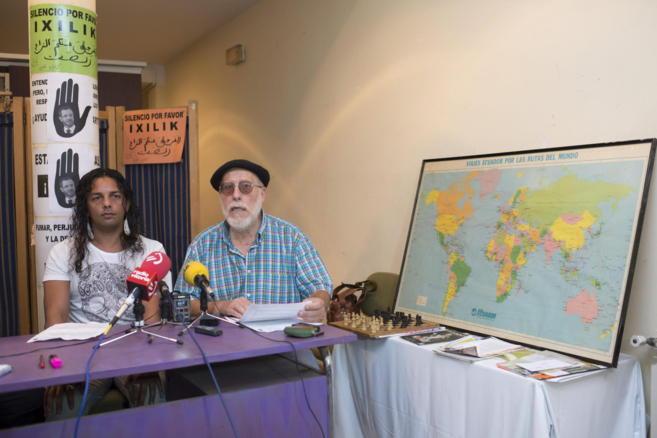 Representantes del colectivo SOS Racismo durante una comparecencia de...