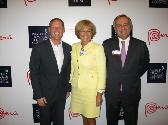 , Ana Isabel Mariño, con el director ejecutivo de Google Travel, Rob...