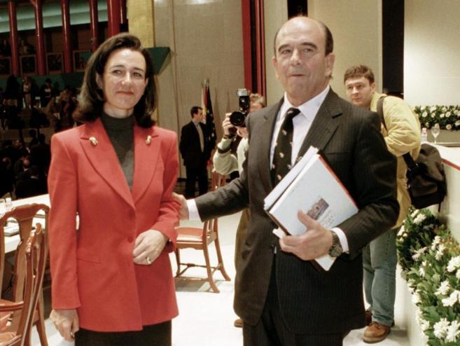 Fotografía de archivo del fallecido Emilio Botín y su hija y...