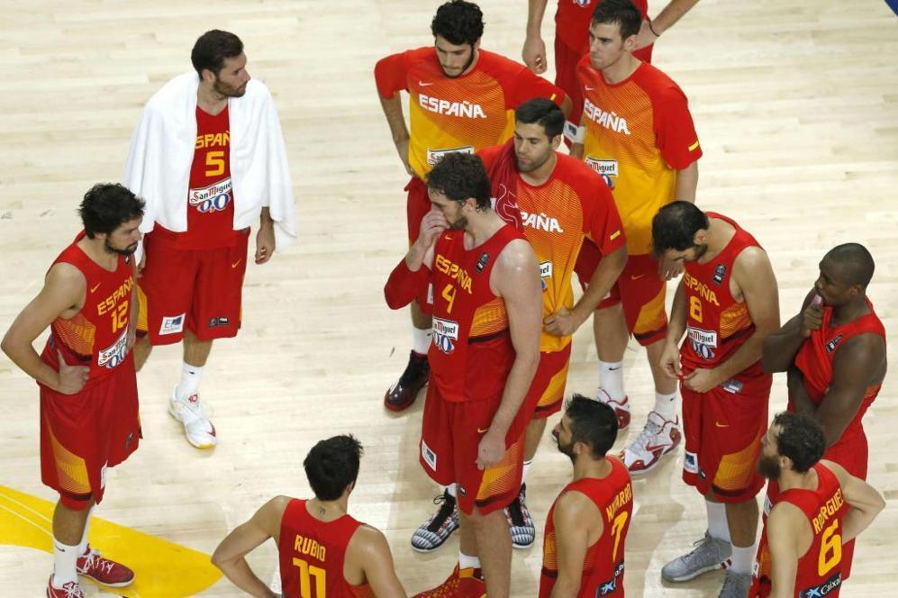 Los jugadores de España, desolados tras la derrota ante los...