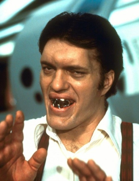 Richard Kiel interpretando a 'Tiburón'.