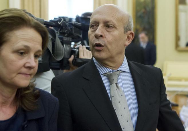 Montserrat Gomendio junto al ministro de Educación, José Ignacio...