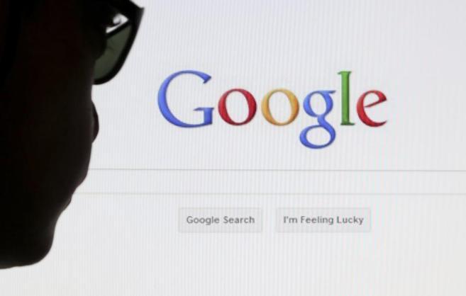 Un internauta frente a la página de búsqueda de Google.