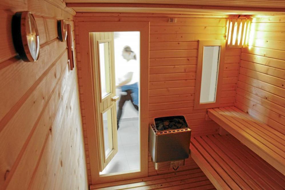 Sauna construida en una urbanización de viviendas.