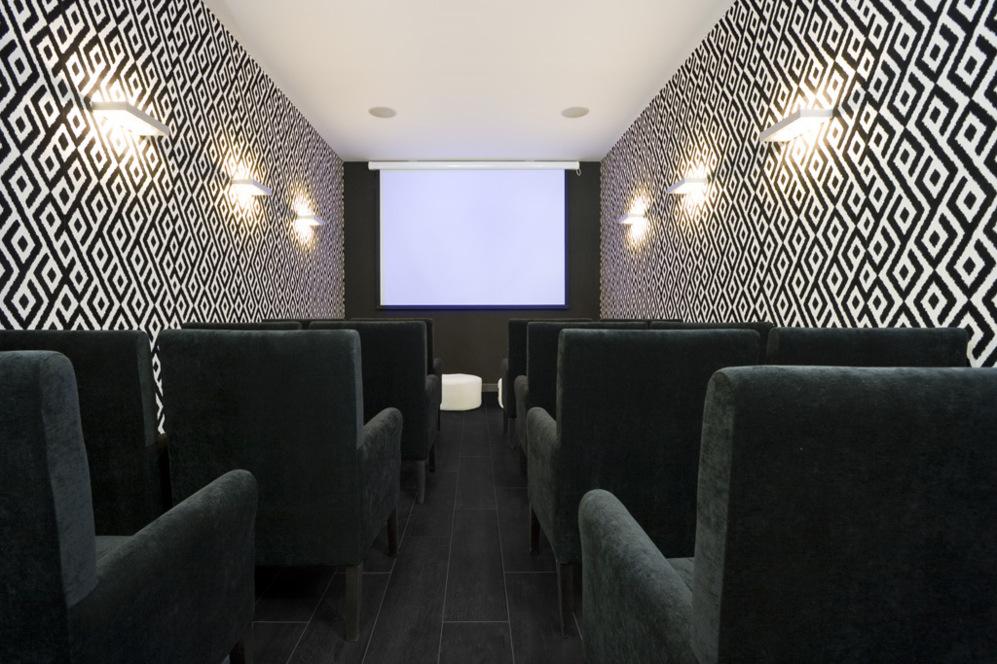 Sala de cine en la promoción Puerta del Retiro de Vía Célere.