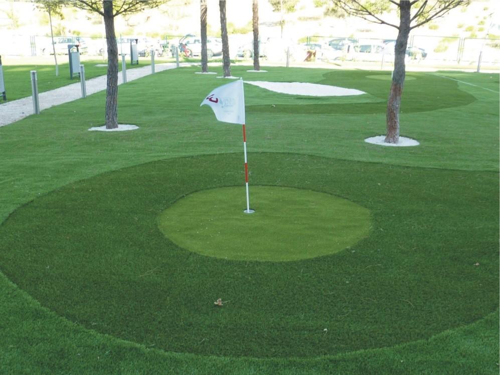 Campo de golf a pequeña escala en la promoción Villamagna,...