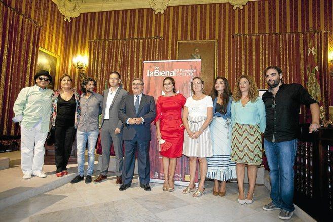 Los integrantes de la gala inaugural dedicada a Enrique Morente junto...