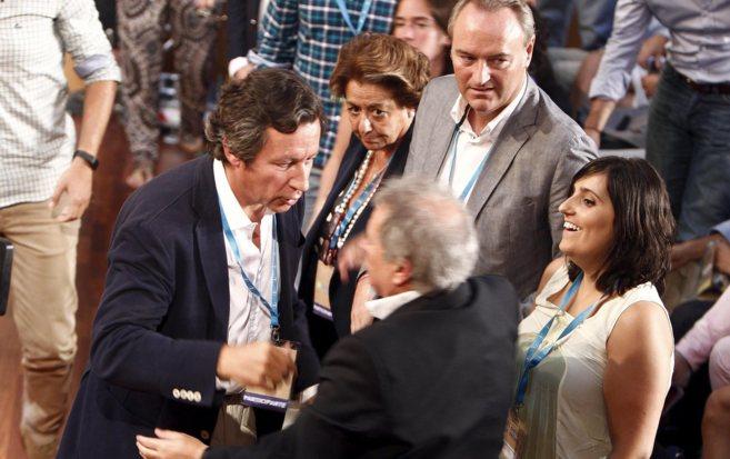 Alfonso Rus charla con Carlos Floriano ante la mirada de Barberá y...
