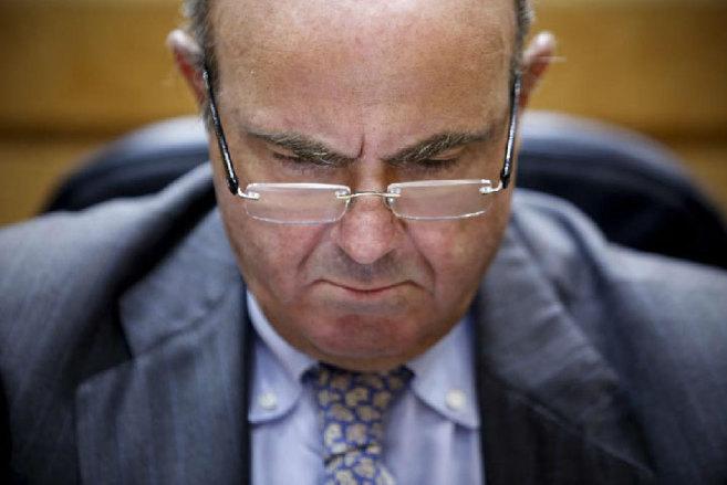 El ministro De Guindos, en la última sesión de control al Gobierno...