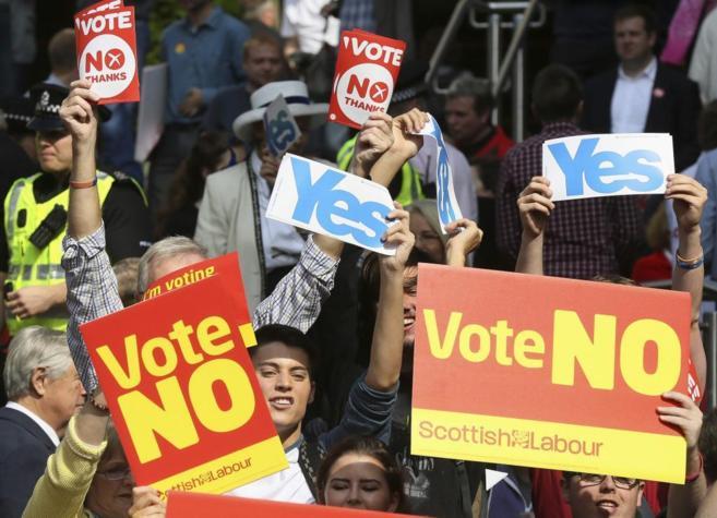 Partidarios y detractores de la independencia escocesa durante un...