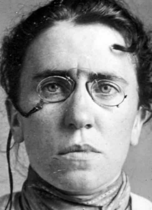 Emma Goldman retratada en 1901, a los 32 años, en la plenitud de su...
