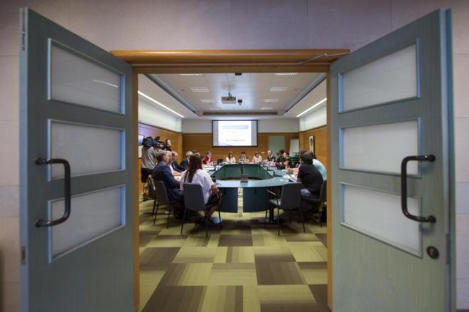 Un momento de la reunión de la Mesa de la Función Pública  en...