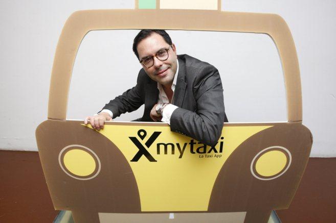 El director de Mytaxi España posa en las oficinas de la empresa en...