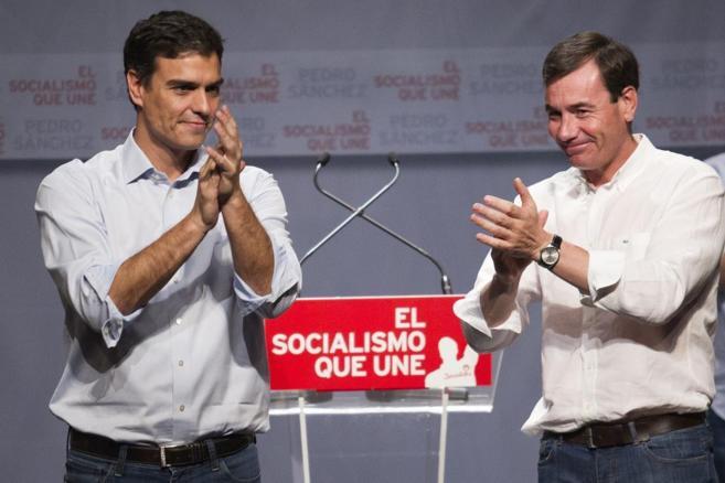 Pedro Sánchez y Tomás Gómez, durante un mitin celebrado en...