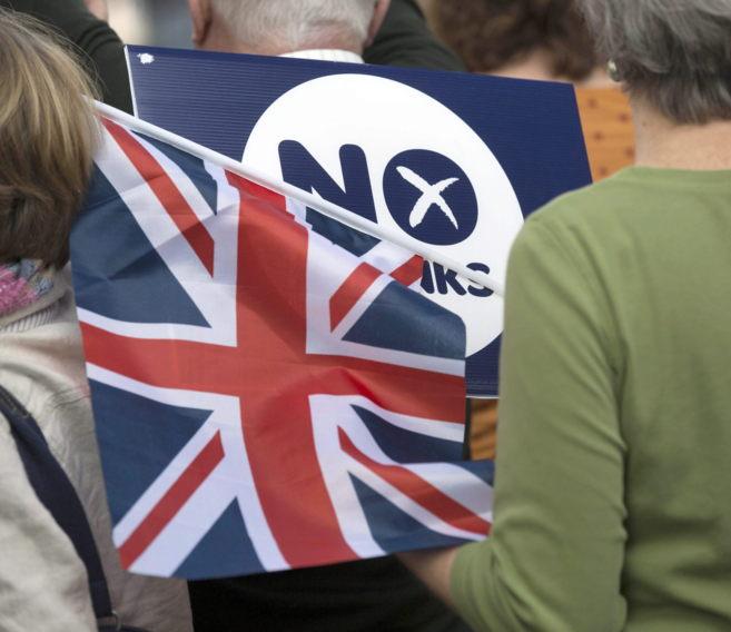 Detractores de la independencia de Escocia, en un acto de campaña en...
