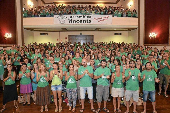 Reunión de la Asamblea de Docentes en el auditorio de Porreres a...