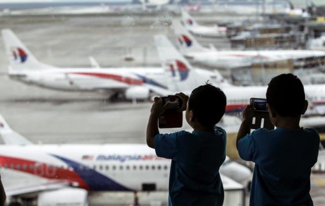 Aviones de Malaysia Airlines en el aeropuerto de Kuala Lumpur en...