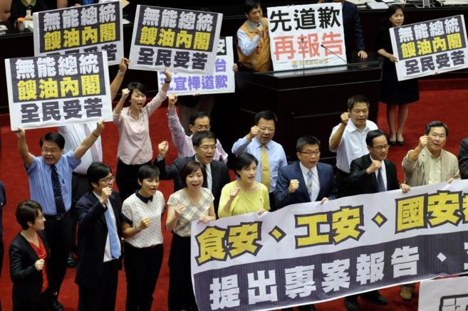 Los partidos de la oposición exigen disculpas del primer ministro de...