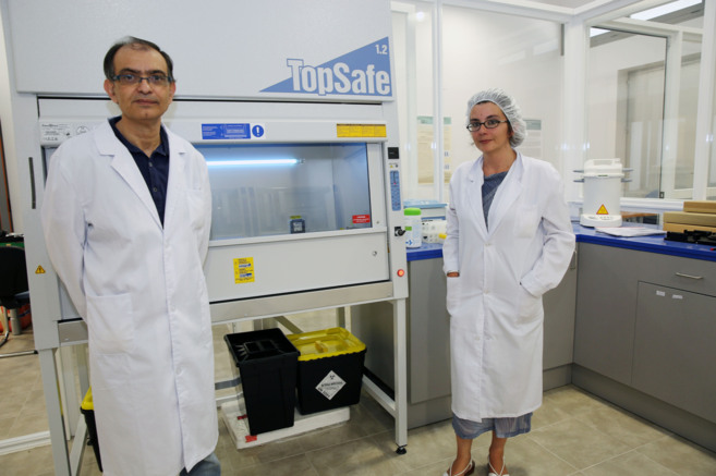 Francisco Morales, director general de la compañía, y la doctora...
