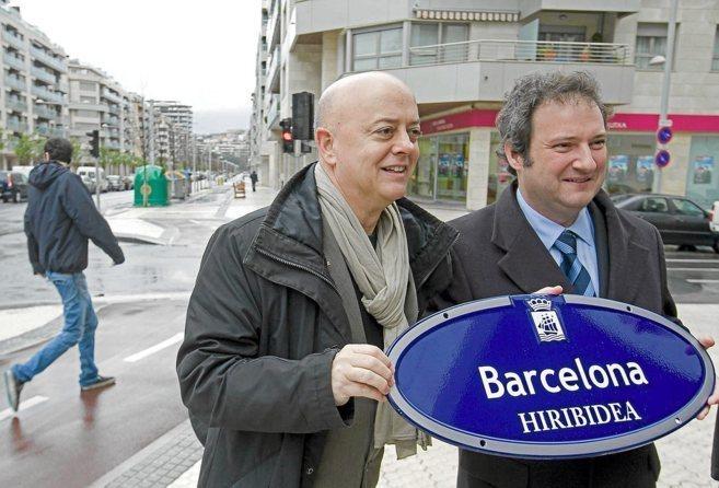 Odón Elorza y Jordi Hereu instalan de forma simbólica la placa de...