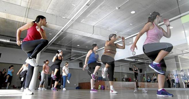Varias mujeres en un gimnasio