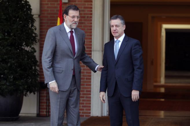 El presidente del Gobierno, Mariano Rajoy, y el lehendakari Urkullu en...