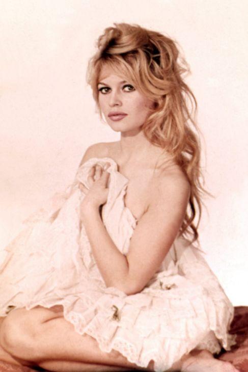 """Brigitte Bardot (79 años).  """"Tentaría incluso a un santo"""", escribió..."""