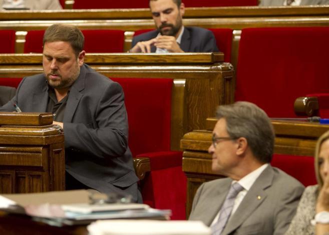 Pleno en el Parlament en la foto Oriol Junqueras y  Artur Mas.