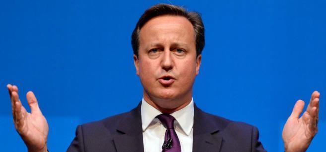 David Cameron se dirige a los medios de comunicación en Aberdeen.