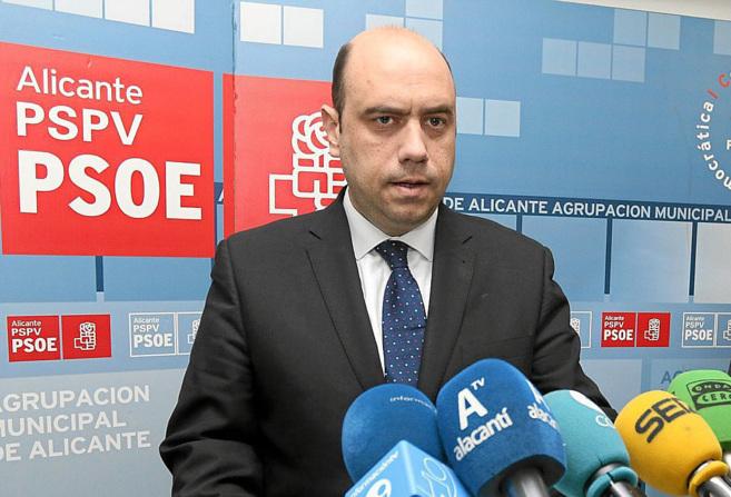 El secretario general del PSPV-PSOE en Alicante, Gabriel Echávarri en...