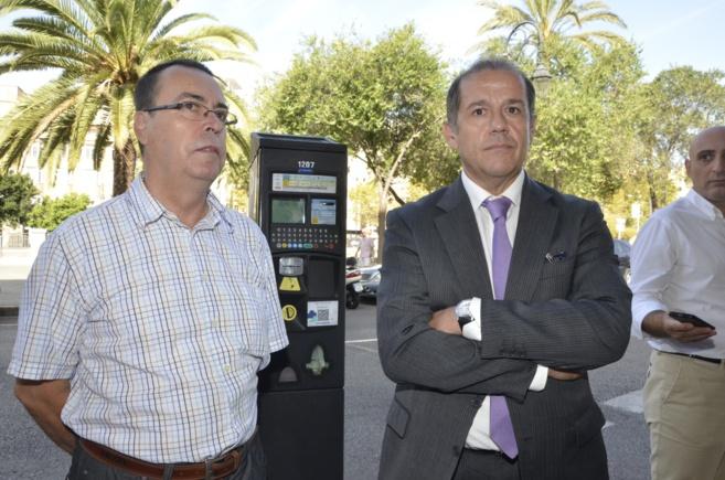 El regidor de Movilidad, Gabriel Vallejo, y el gerente de la UTE ORA...