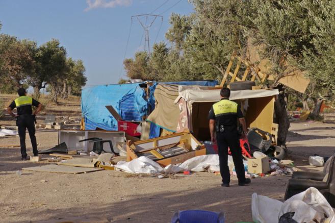 La Policía Local desaloja el asentamiento chabolista conocido como el...