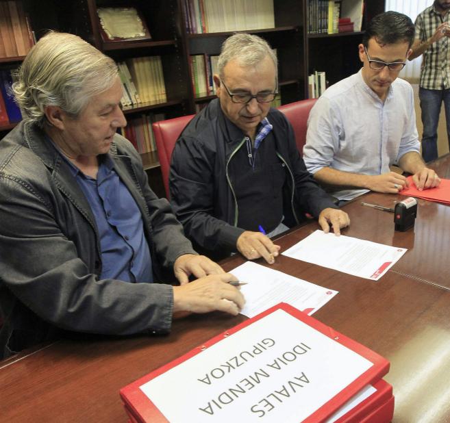 Miembros de la Comisión Ética del PSE registran los avales de Idoia...