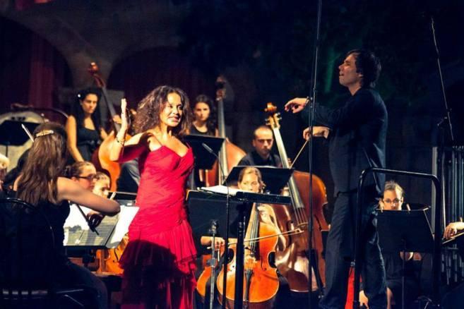 Ginesa Ortega en una actuación dirigida por Josep Vicent.