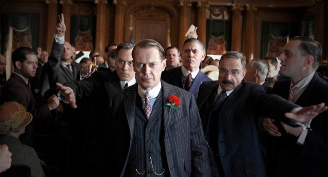 Steve Buscemi interpreta a Nucky Thompson en la serie de televisión...