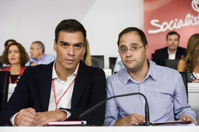 César Luena y Pedro Sánchez, durante la reunión del Comité Federal...